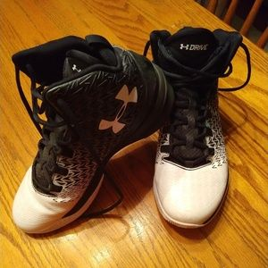 Under Armour Basketball Shoes (Size 9.5 Mens)